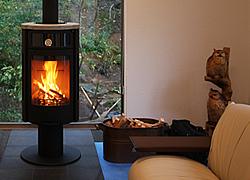 暖炉とテラスのある寛ぎの別荘